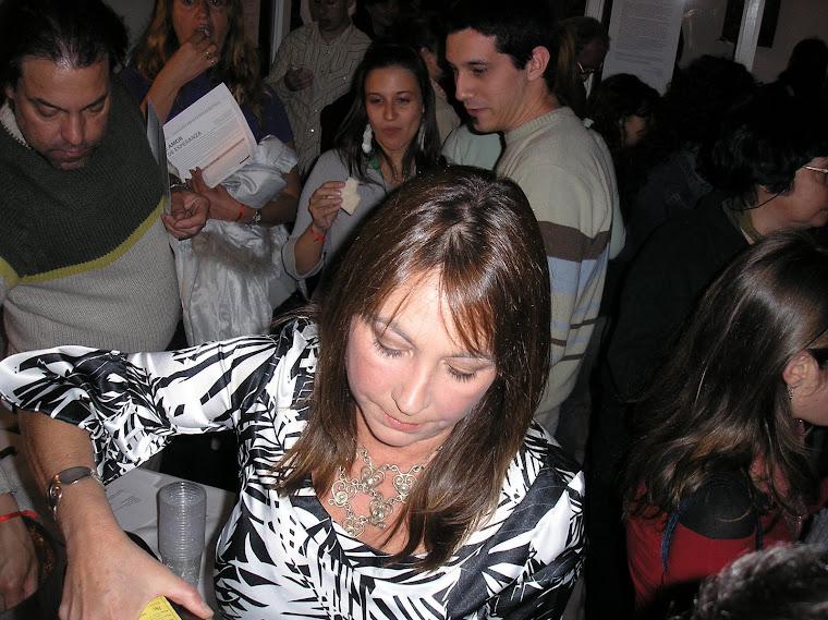 Expositora Diana Ivern, colaboradora que hizo posible la muestra