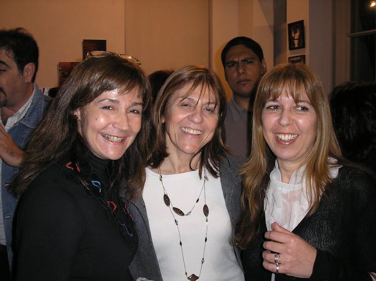 Silvia Chirife, amiga y la expositora Inés Fernandez