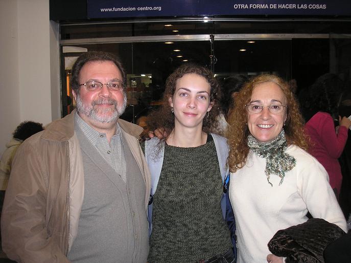 Julieta Cebollada con sus padres
