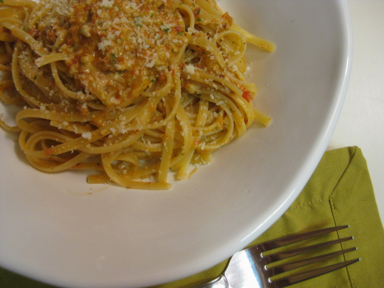 food for scot: Linguine with Tomato-Almond Pesto (Pesto Trapenese)