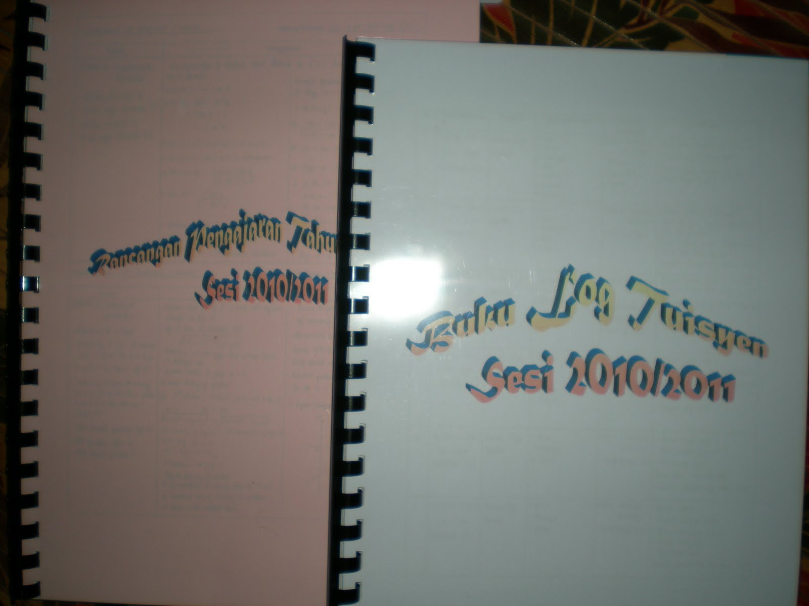 Inilah die buku RPT dan buku log tuisyen aku yang aku wat sendiri