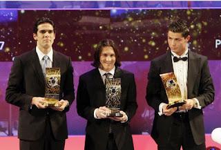 http://1.bp.blogspot.com/_p8MMWUnxl90/SWiD82zT3AI/AAAAAAAAAcY/Bgi4ELGV-Tk/s320/FIFA_World_Player_es_Kaka_segundo_Leo-Messi_y_tercero_Cristiano-Ronaldo.jpg
