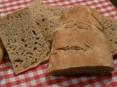 el pan, aunque bajito de estatura, como el panadero, quedó con una miga con mucho desparpajo