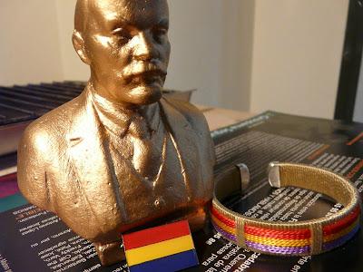 no me digas que el Lenin de escayola no es molón ¿eh que sí?