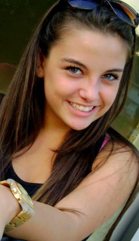 giovana hanhortt é uma garota linda de 15 anos e