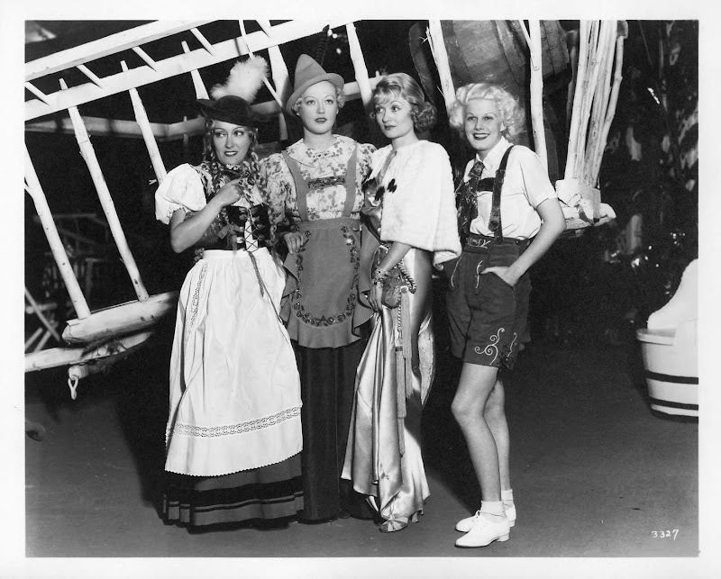 Gloria Swanson Marion Davies Constance Bennett And Jean Harlow At A Party The Beach House In Early 1930s