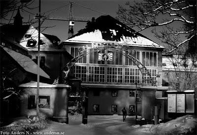 SF, svensk filmindustri, filmstaden, gamla filmstaden, råsunda, solna, stockholm, lilla ateljen, porten, grinden, snö, svartvitt, foto anders n, 2006