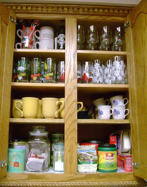 http://1.bp.blogspot.com/_pAmAjt_kCvs/TUMUdZ5BLFI/AAAAAAAAA70/I9AslJ3k6sY/s640/coffee+cupboard.JPG