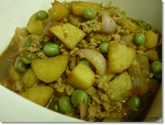 Kitchen flavours minced meat with potatoes and canned green peas forumfinder Image collections