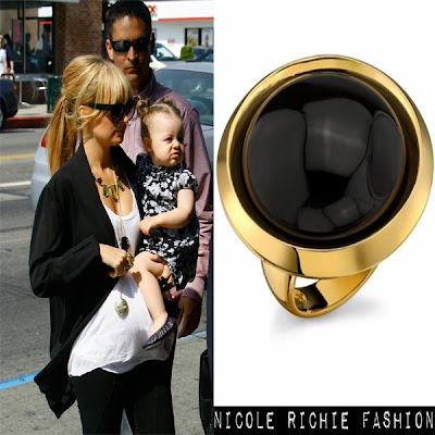You can buy Nicole's gold onyx ring from TheTrendBoutique for $75.