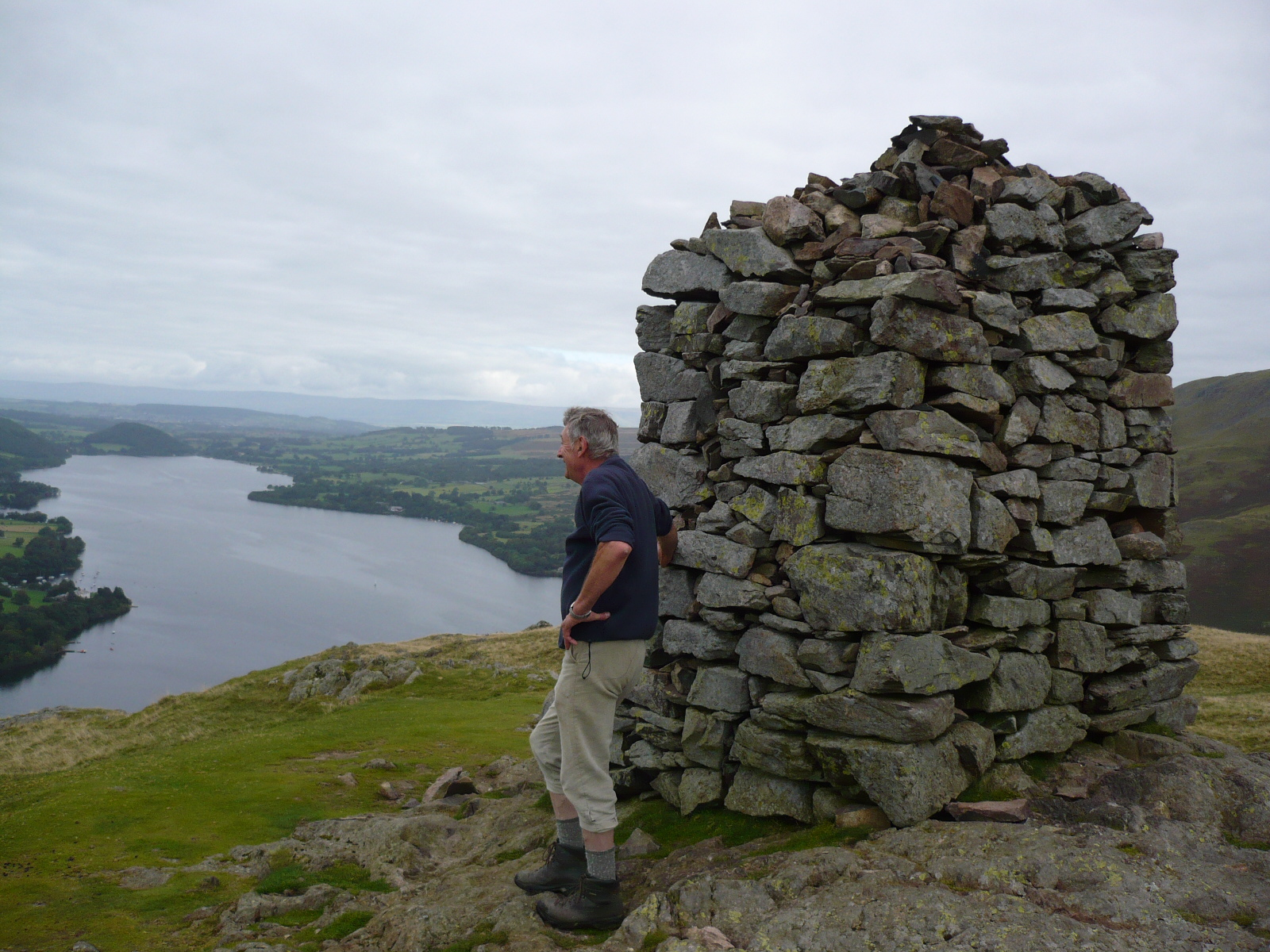 Hartsop hall cottages 171 walking holiday cottages walking - Group Member Geoff At The Cairn On Ldw 213