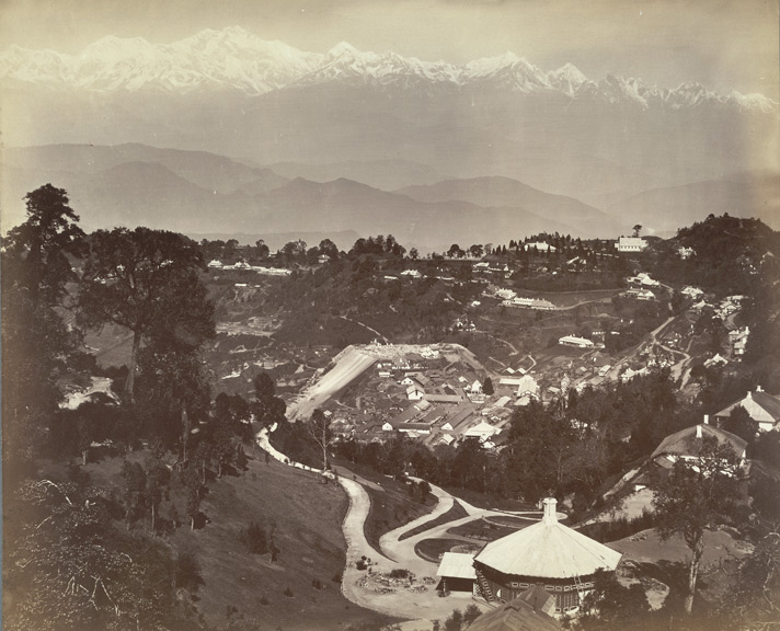 [General+view+of+Darjeeling,+showing+the+Snowy+Range,+40+miles+distant,+as+seen+from+St+Paul's+School.jpg]