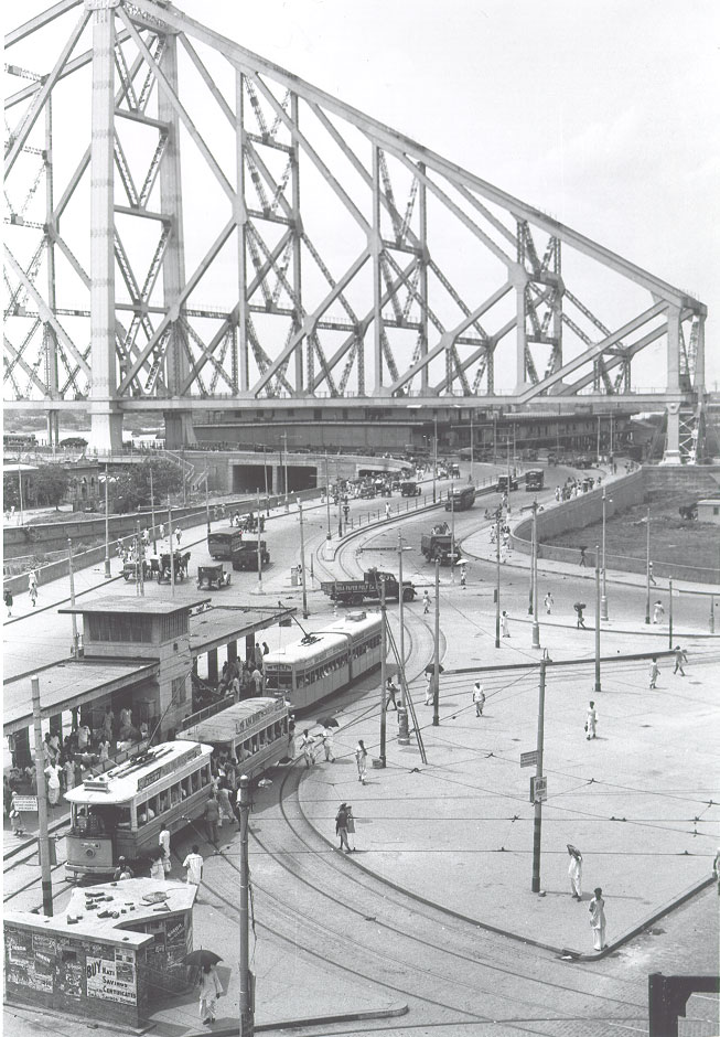 [West+approach+to+Howrah+Bridge,+Calcutta,+1944.jpg]