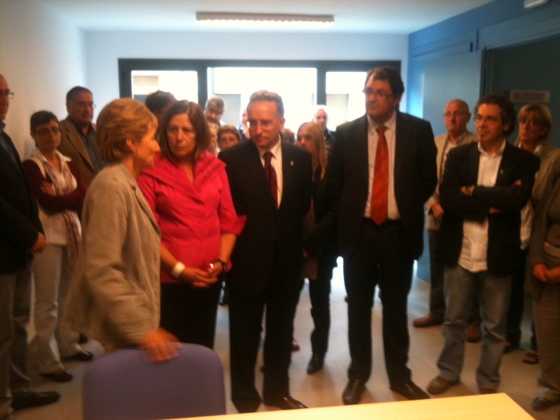 Cr nica de cerdanya capdevila inaugura un centre c vic a for Oficina habitatge girona