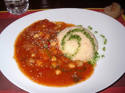 Cus cus amb salsa de verdures i cigrons
