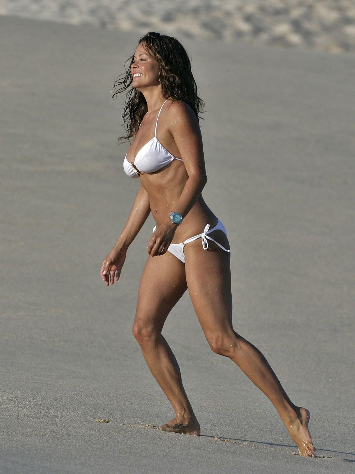 http://1.bp.blogspot.com/_pGTlBw_z2AM/TJ-7yco9MBI/AAAAAAAAAdk/4zEzJypZaV8/s1600/brooke-burke-bikini-02+(qguapas.blogspot.com).jpg