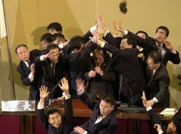 http://1.bp.blogspot.com/_pHu5EtfReJ8/TN-ib6a1wdI/AAAAAAAAEP8/Rxh6OiUzRPA/s1600/funny-political-moments19.jpg