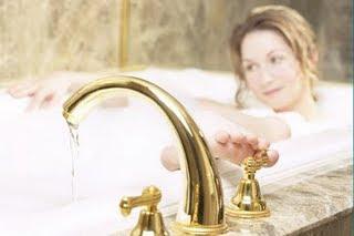 حمام رائع للجسم من الوصفات الطبيعيه   3.5_WomenInBath