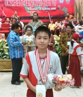 http://1.bp.blogspot.com/_pIvNEKDtESI/S3jascbBWGI/AAAAAAAAAQY/DnS0dJ2jHbE/s320/20081225110424@Juara_OLIMPIADE_SAINS_NASIONAL_2008__di_Makassar.JPG