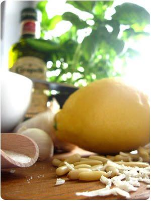 Pesto, Basilikum, Olivenöl, Pinienkerne, Parmesan, Zitrone, Knoblauch, Rezept, Slebermachen, Video