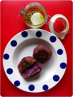 Rotkohlbaellchen und Ziegenkaese