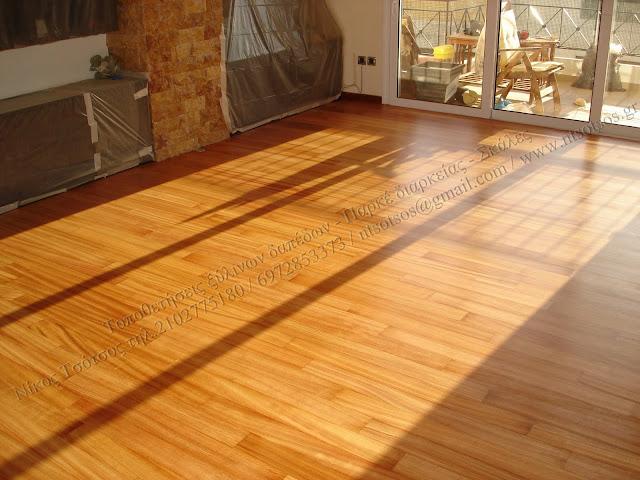 Συντήρηση σε ξύλινα πατώματα απο ξυλεία ντουσιέ με βερνίκι σατινέ