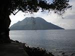 Pantai Sulamadaha dan Pulau Hiri
