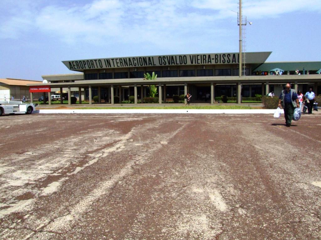 Аэропорт Бисау Освальдо Виэйра (Bissau Osvaldo Vieira International Airport).2