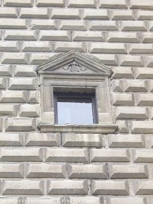 Zamek na Mirowie w Książu Wielkim