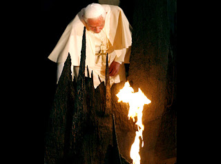Pope Benedict XVI rekindles the Eternal Flame in Jerusalem hq(hd) wallpaper