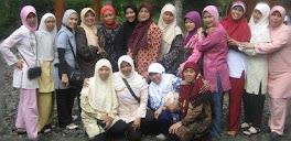 Bersama teman-teman asrama Alhidayah