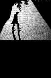 هكذا وحدى فى حلك الليل....اسير فى قلبى..