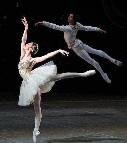 It 39 s time to dance generi di danza for Immagini di ballerine di danza moderna