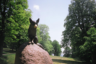 statue of the vixen dedicated by the local huntsmen