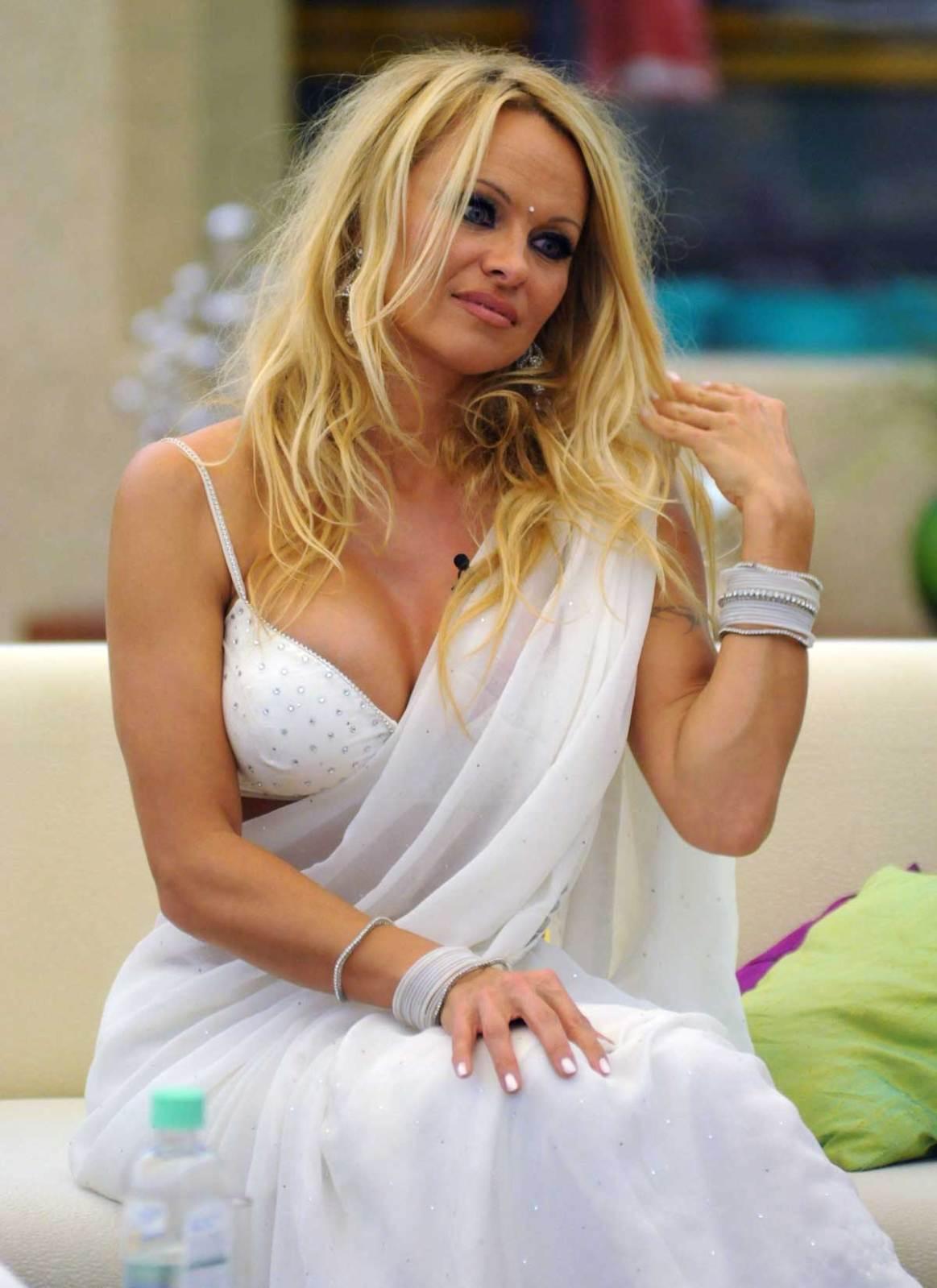 Hot Celebrity Gossip: Pamela Anderson in Sexy White Saree