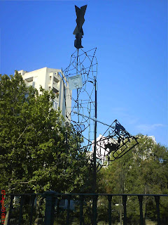 escultura fea puente del canal imperial que da a la calle García Condoy Av San José Zaragoza