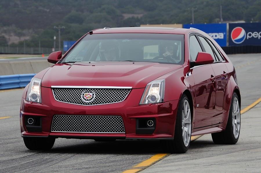 2011 Cadillac CTS-V Wagon Wallpaper