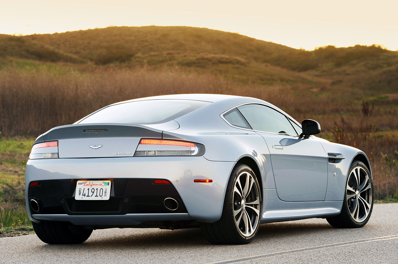 2011 Aston Martin V12 Vantage Interior Design