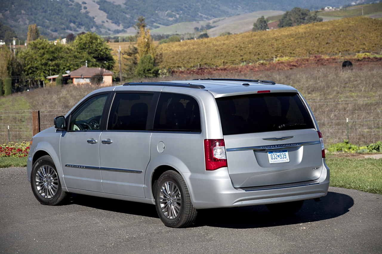2013 CHRYSLER TOWN AND COUNTRY WALLPAPER