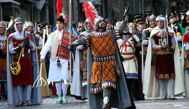 la llegada de los moros en Granada es la ciudad colonial más vieja en tierra firme de las américas fue establecida en 1524 por fernando hernández de córdoba llamada así por la ciudad española del mismo nombre, que fue conquistada para sacar a los moros de la península ibérica.