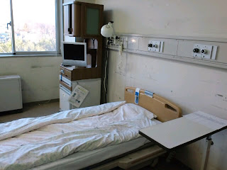 写真:個室の病室。