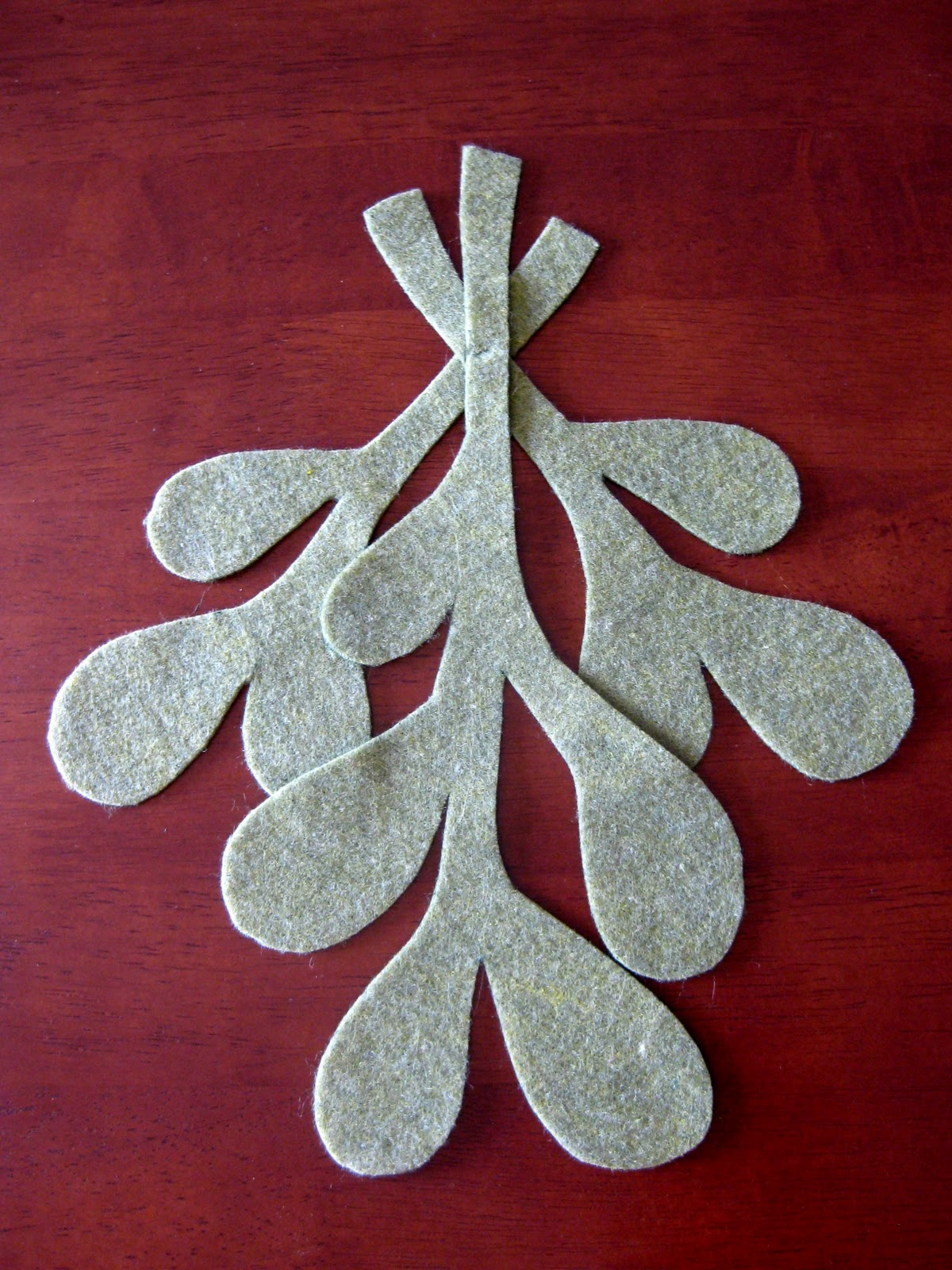 How to make scrapbook decorations - Make Your Own Mistletoe Tutorial