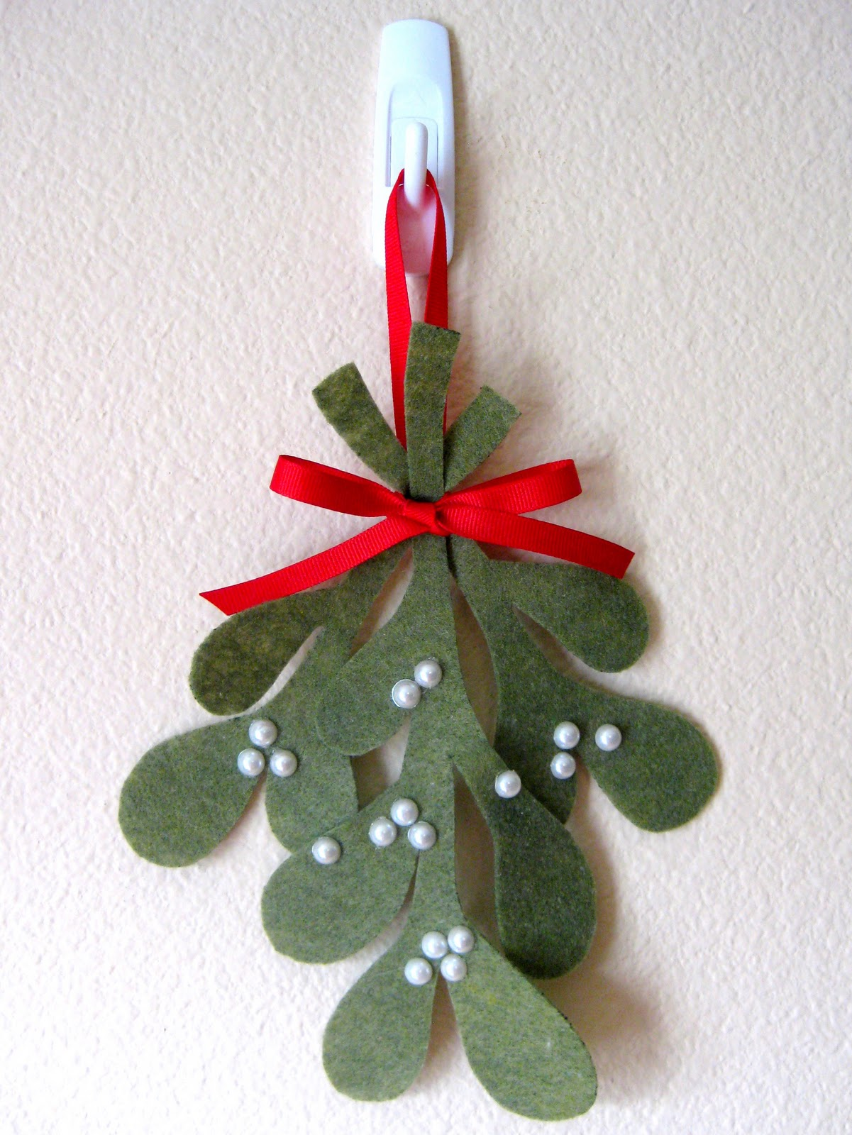 Stayathomeartist make your own mistletoe tutorial