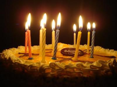 Feliz Aniversário Meu Querido Amigo ! Bolo+com+velas+acesas