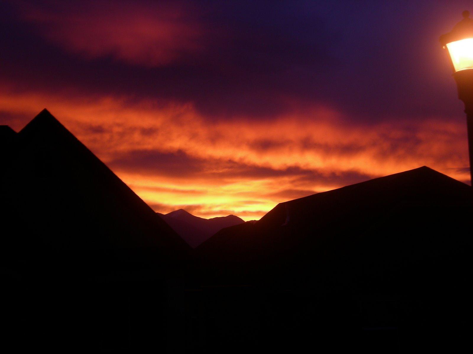 [Oct+31+sunrise.jpg]