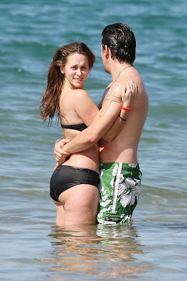 Celebrity Jennifer Love Hewitt BIKINI Pictures SHowing Hot Body