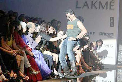 Akshay Kumar Ramp Lakme India Fashion Week 2009 Pics