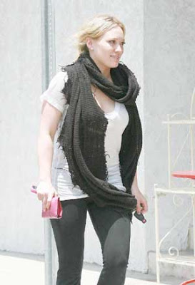 Hilary Duff  Making Deposits Pics