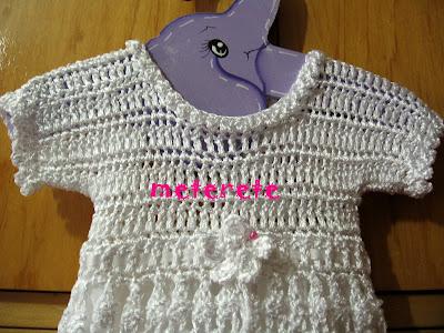 Ademas estoy haciendo otro vestido tejido tambien en sedabril blanco