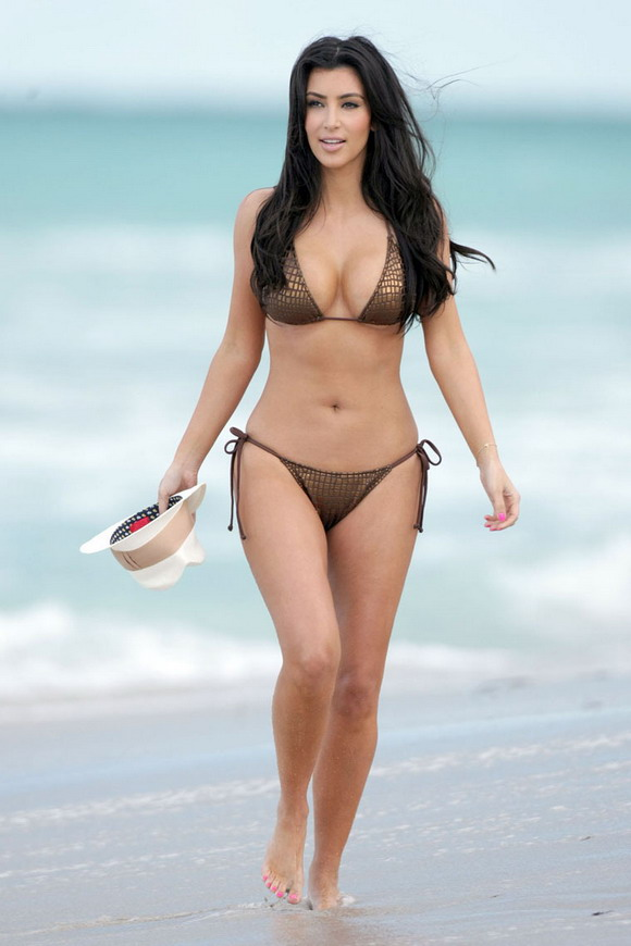 Photo Carnival Kim Kardashian In A Bikini On Miami Beach